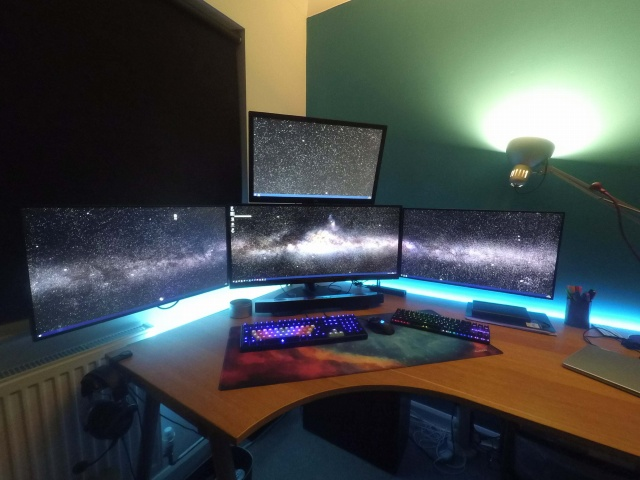 PC_Desk_UltlaWideMonitor29_21.jpg
