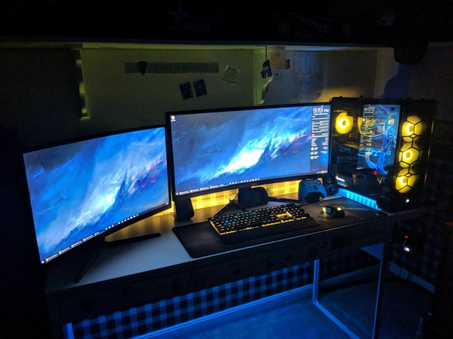 PC_Desk_UltlaWideMonitor29_56.jpg