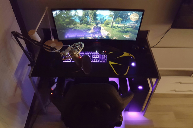 PC_Desk_UltlaWideMonitor29_58.jpg