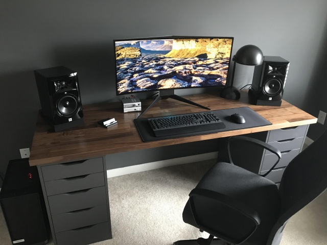 PC_Desk_UltlaWideMonitor29_69.jpg