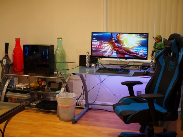 PC_Desk_UltlaWideMonitor29_96.jpg