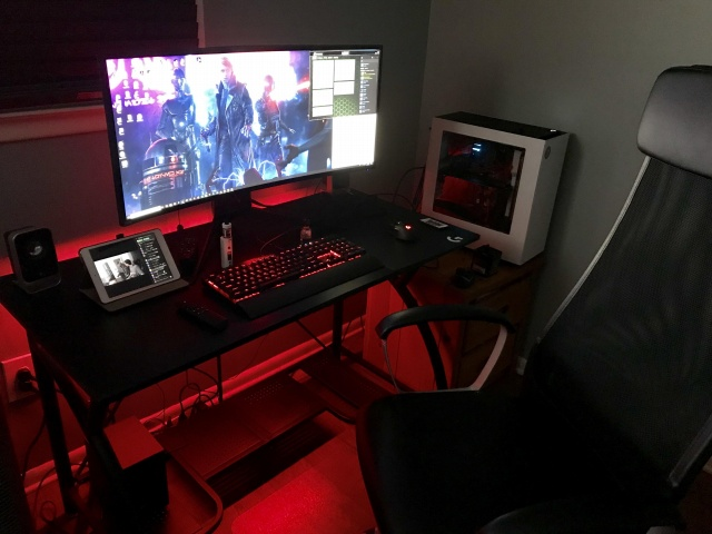 PC_Desk_UltlaWideMonitor30_08.jpg