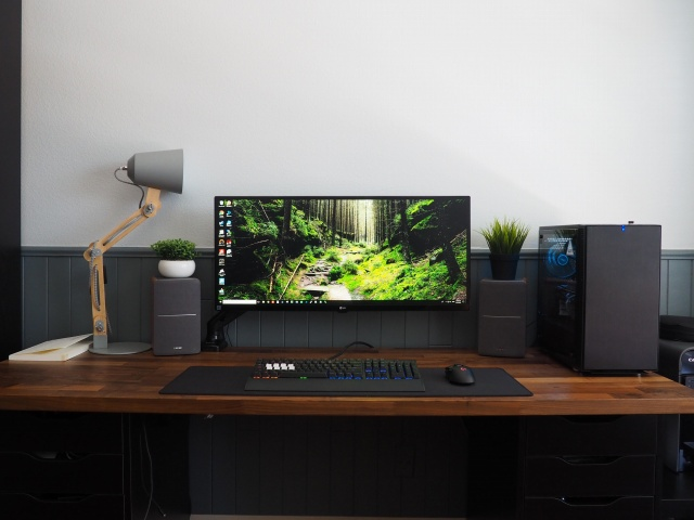 PC_Desk_UltlaWideMonitor30_10.jpg