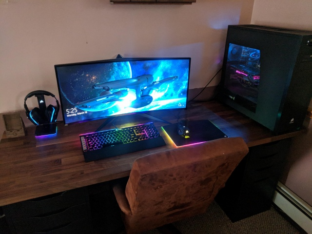 PC_Desk_UltlaWideMonitor30_100.jpg