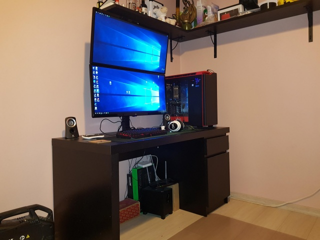 PC_Desk_UltlaWideMonitor30_22.jpg
