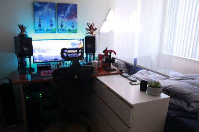 PC_Desk_UltlaWideMonitor30_28.jpg