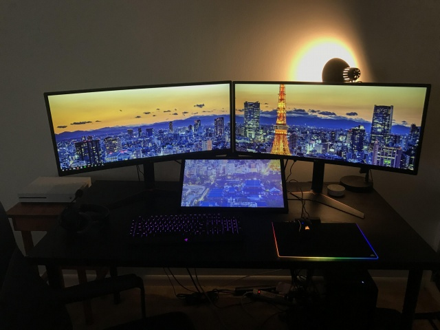 PC_Desk_UltlaWideMonitor30_33.jpg