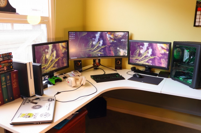 PC_Desk_UltlaWideMonitor30_36.jpg
