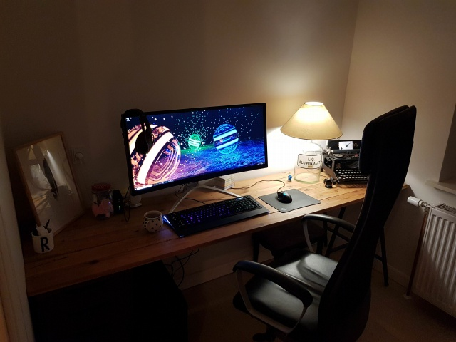 PC_Desk_UltlaWideMonitor30_49.jpg