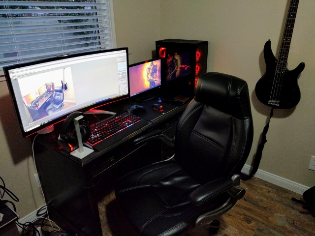 PC_Desk_UltlaWideMonitor30_50.jpg