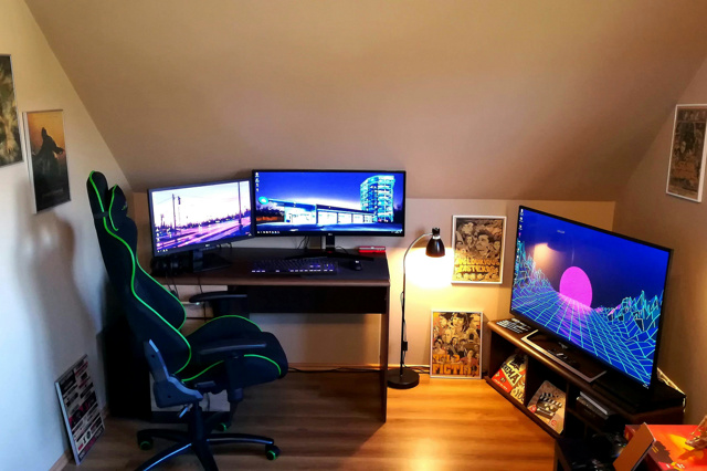 PC_Desk_UltlaWideMonitor30_73.jpg