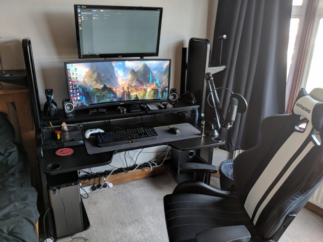 PC_Desk_UltlaWideMonitor30_77.jpg