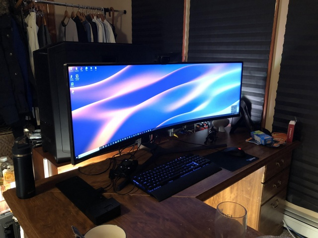 PC_Desk_UltlaWideMonitor31_01.jpg