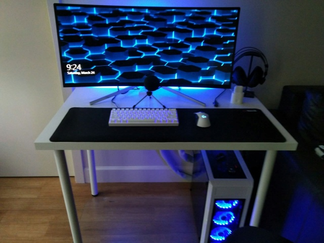 PC_Desk_UltlaWideMonitor31_09.jpg