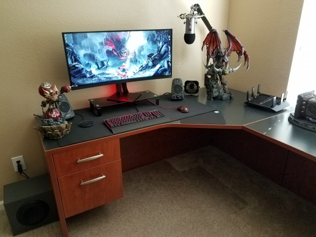 PC_Desk_UltlaWideMonitor31_30.jpg