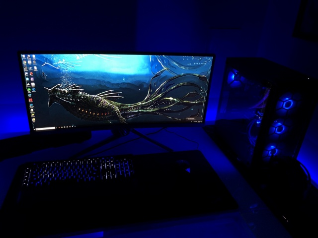 PC_Desk_UltlaWideMonitor31_42.jpg