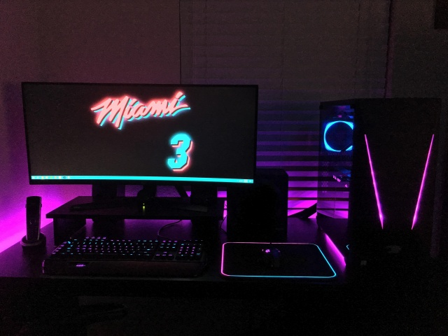 PC_Desk_UltlaWideMonitor31_50.jpg