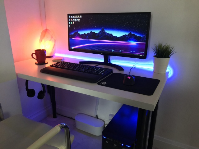 PC_Desk_UltlaWideMonitor31_78.jpg