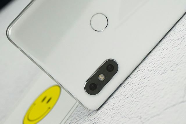 Xiaomi_Mi_MIX2S_08.jpg