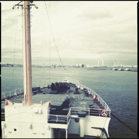 氷川丸船首。