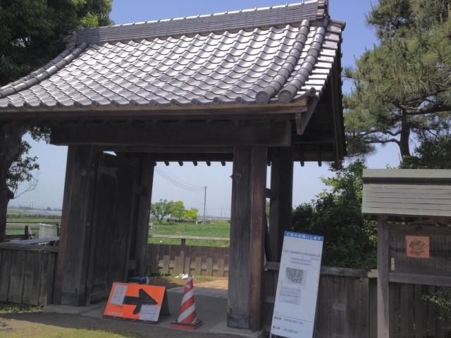 内藤さんちの門。