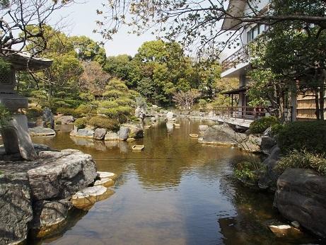 P3290056 庭園風景池あり