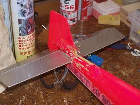 P3260027 尾翼修理