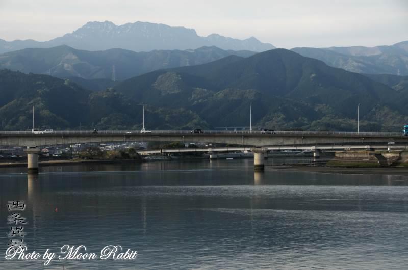 新中山川大橋と石鎚山 愛媛県西条市禎瑞高丸