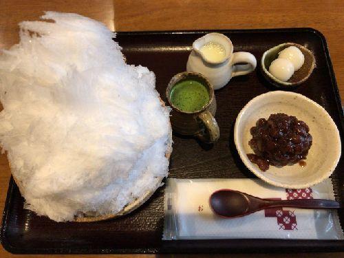 甘味処 楓 (宇治金時ミルクかき氷と杏酒かき氷と房州餅)