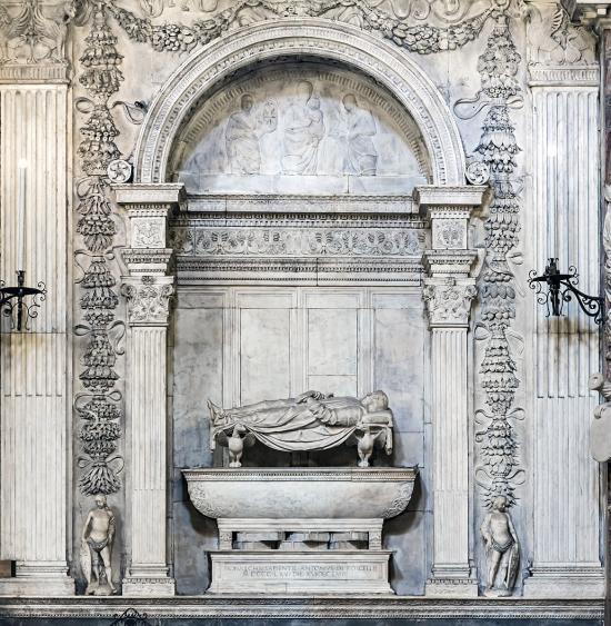 聖アントニオ聖堂 アントニオ・ロッセッリの霊廟   フィレンツェから ...